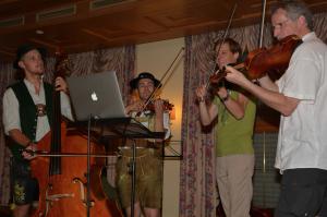 Fetzige Geigenmusi nach Apple-Noten | Foto: Helene Weinold-Leipold